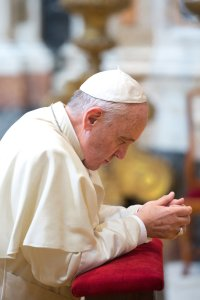 Pope Francis Praying